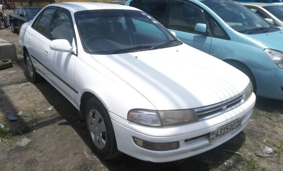 Voiture à vendre Toyota Carina Blanc - Kinshasa - Kasa Vubu