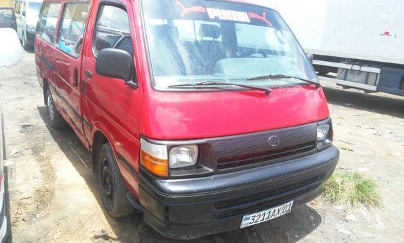 Voiture à vendre Toyota Hiace Rouge - Kinshasa - Kasa Vubu