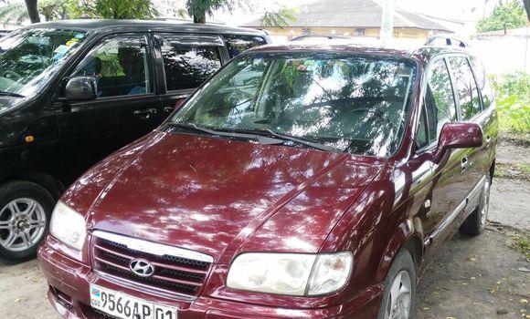 Voiture à vendre Hyundai Trajet Rouge - Kinshasa - Limete