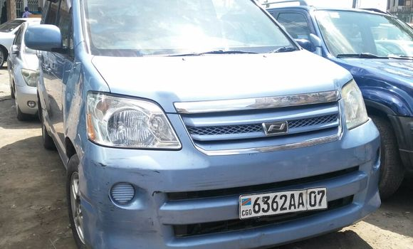Voiture à vendre Toyota Noah Bleu - Kinshasa - Bandalungwa