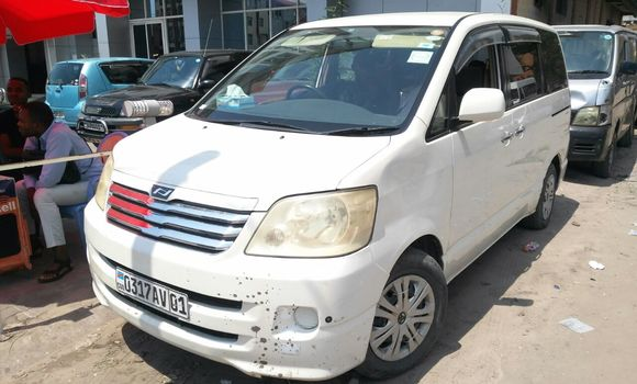Voiture à vendre Toyota Noah Blanc - Kinshasa - Kinshasa
