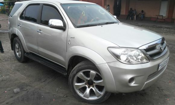 Voiture à vendre Toyota Fortuner Autre - Kinshasa - Kasa Vubu