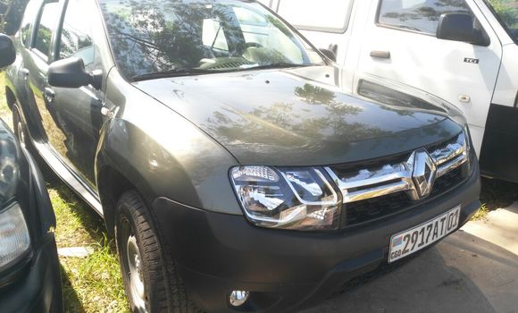 Voiture à vendre Renault Duster Vert - Kinshasa - Ngaliema