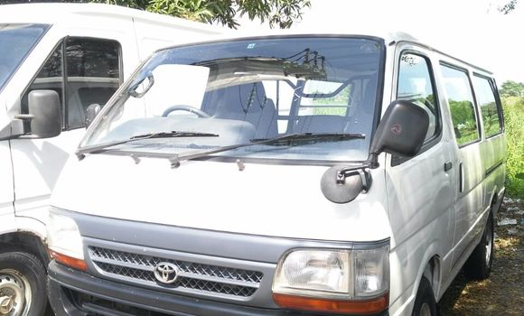 Voiture à vendre Toyota Hiace Blanc - Kinshasa - Kalamu