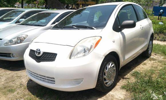 Voiture à vendre Toyota Yaris Blanc - Kinshasa - Limete