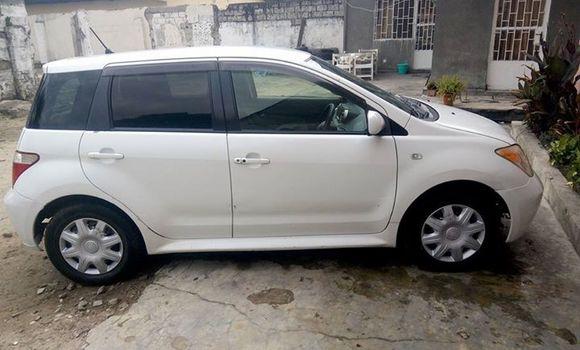 Voiture à vendre Toyota IST Blanc - Kinshasa - Bandalungwa